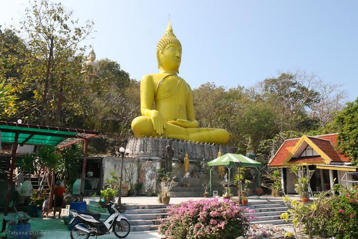 Большой золотой Будда